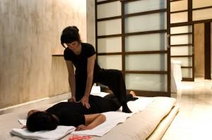Een ontspannende massage in de Bodyna Spa van Hospes Palacio del Bailío in Andalucía - Crema Catalana - blog over reizen, beleven, eten en logeren in Spanje